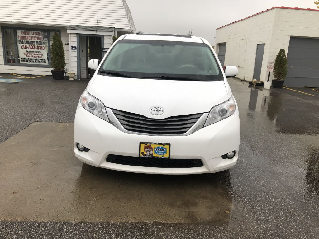 2013 TOYOTA SIENNA XLE for sale at Luxury Motors